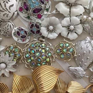 Vintage Sarah Coventry brooch clip earrings lot